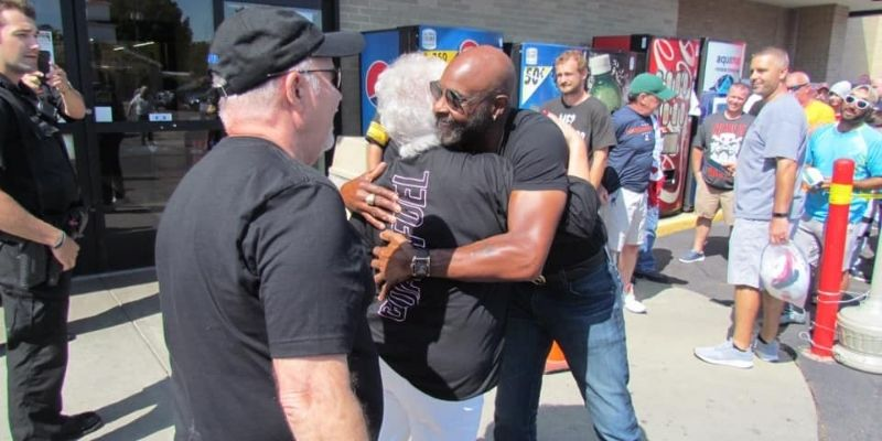 Jerry Rice hugs Terrie Baker